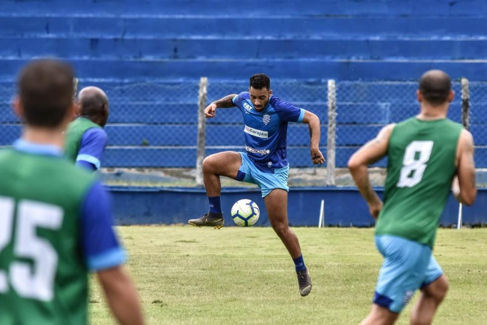 Recuperado, Robinho treina com o grupo do CSA — Foto: Francisco Cedrim/ASCOM CSA
