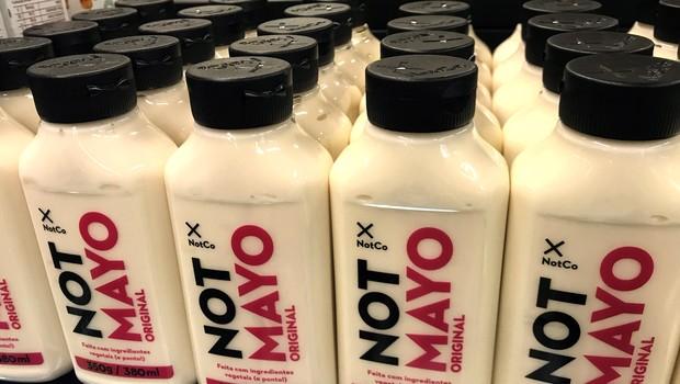 NotMayo, maionese vegana da startup chilena, NotCo, nos estandes da rede do Pão de Açúcar.  (Foto: Divulgação)