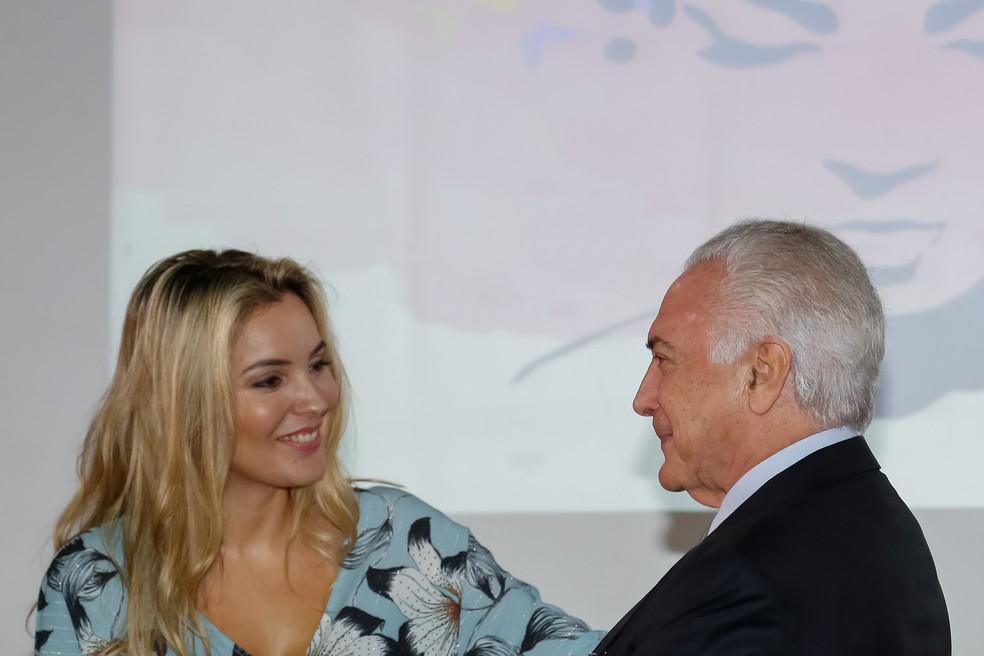 Temer com a primeira-dama Marcela em evento pelo Dia da Mulher no Palácio do Planalto (Foto: Marcos Corrêa / PR)