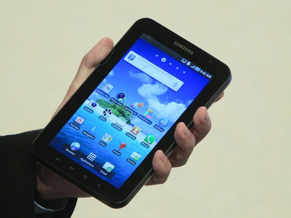 Proibido de usar tablet, menino se escondeu para brincar com o aparelho (Foto: Thomas Peter/Reuters)