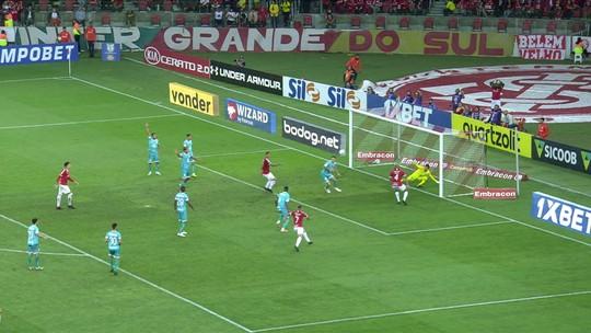 Inter chega com perigo com Moledo, mas não consegue desviar como queria a bola, aos 19' do 2º tempo