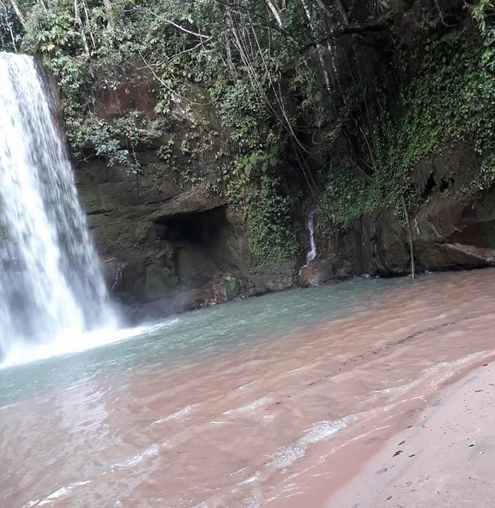 Cachoeira dos Araras encantou os ciclistas duranyte a viagem. — Foto: Renato Casacio/Arquivo pessoal