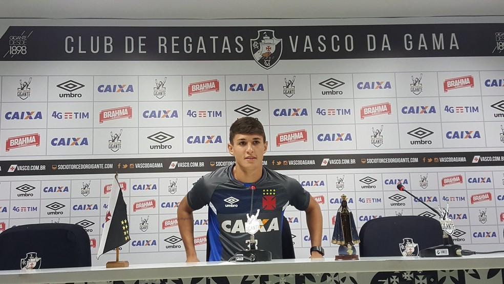 Mateus Vital em entrevista coletiva em São Januário (Foto: Felipe Schmidt)