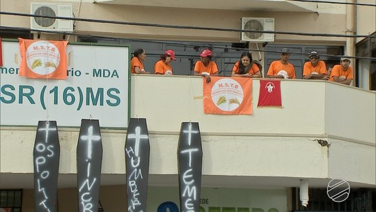 Doze movimentos sociais ocupam sede do Incra em Campo Grande para reivindicar reforma agrária