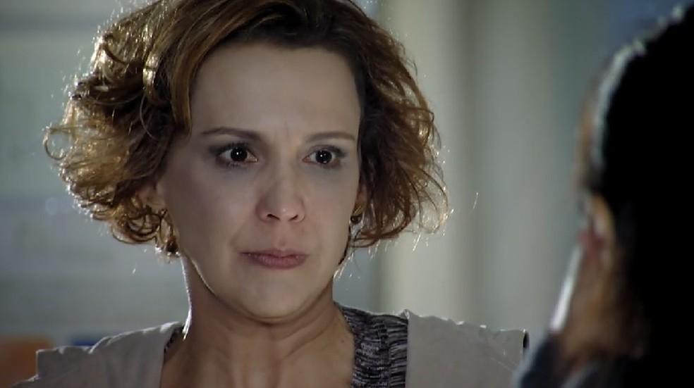 Eva (Ana Beatriz Nogueira) pega pesado com Manu (Marjorie Estiano) em 'A Vida da Gente' — Foto: Globo