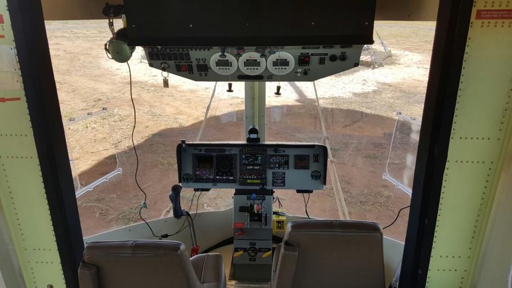 Cabine do ADB 3-X01, que fez seu primeiro voo nesta segunda-feira (24) (Foto: Ana Marin/G1)