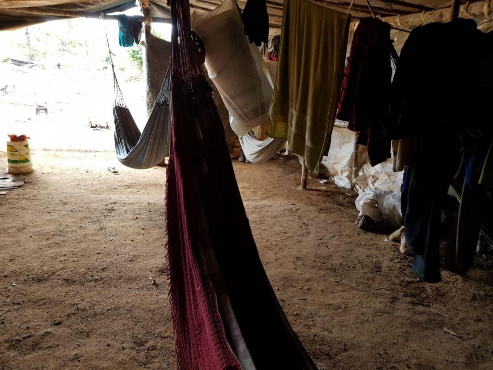 Trabalhadores estavam alojados em barraco, sem condições de higiene — Foto: MPT/ Divulgação
