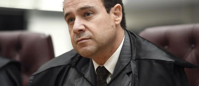 O ministro Nefi Cordeiro, durante sessão no plenário do STJ