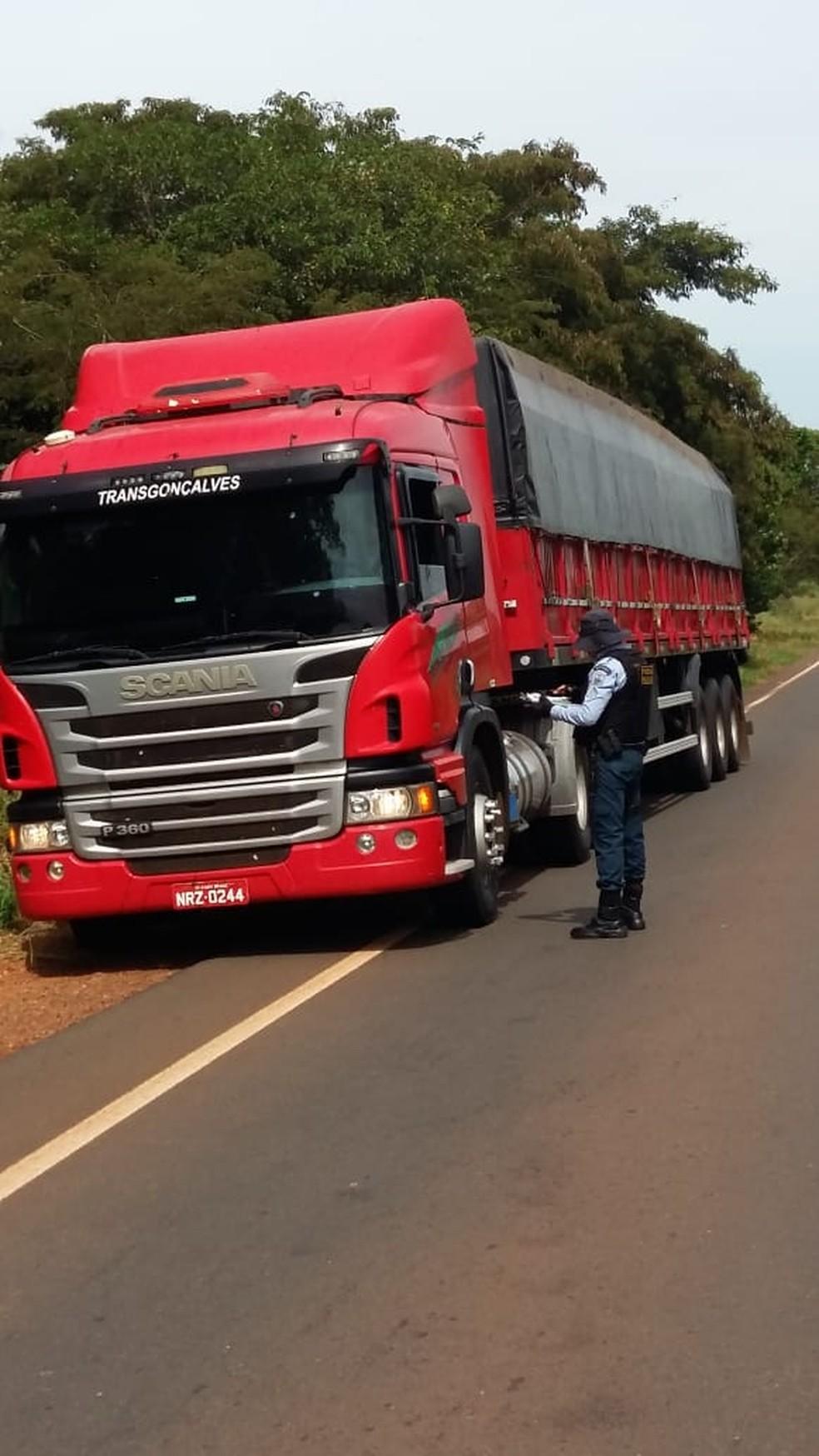 Policiais estiveram em rodovias de MS durante feriado — Foto: PMR/Divulgação