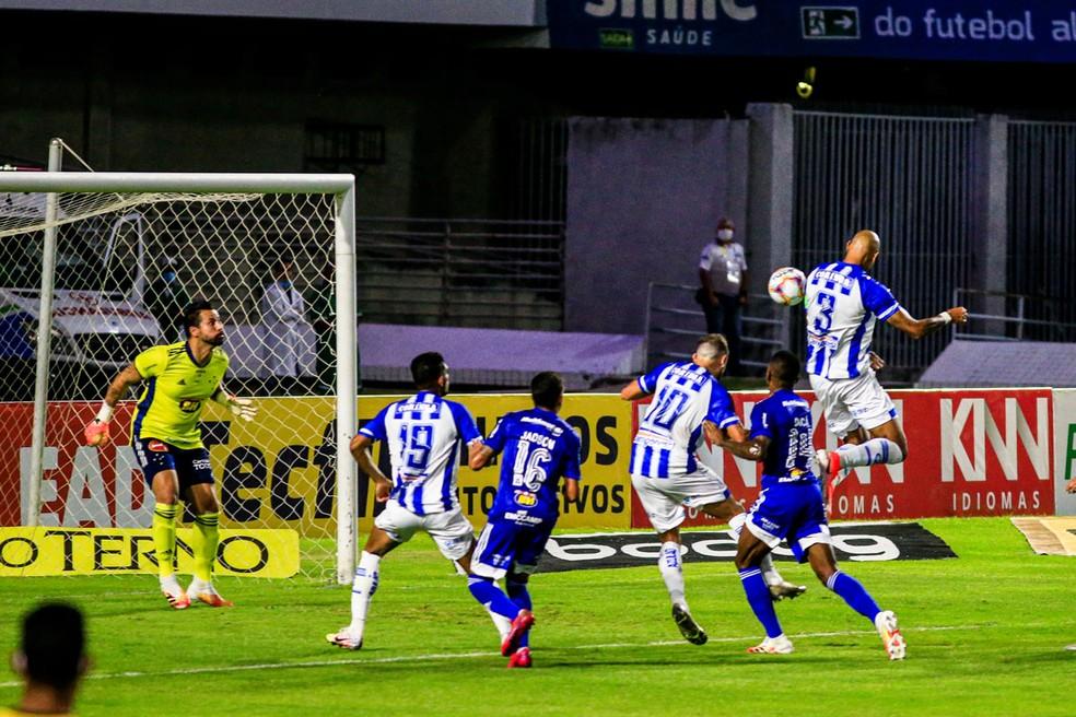 Mozart vai começar o trabalho com a base que venceu o Cruzeiro — Foto: Ailton Cruz/Gazeta de Alagoas
