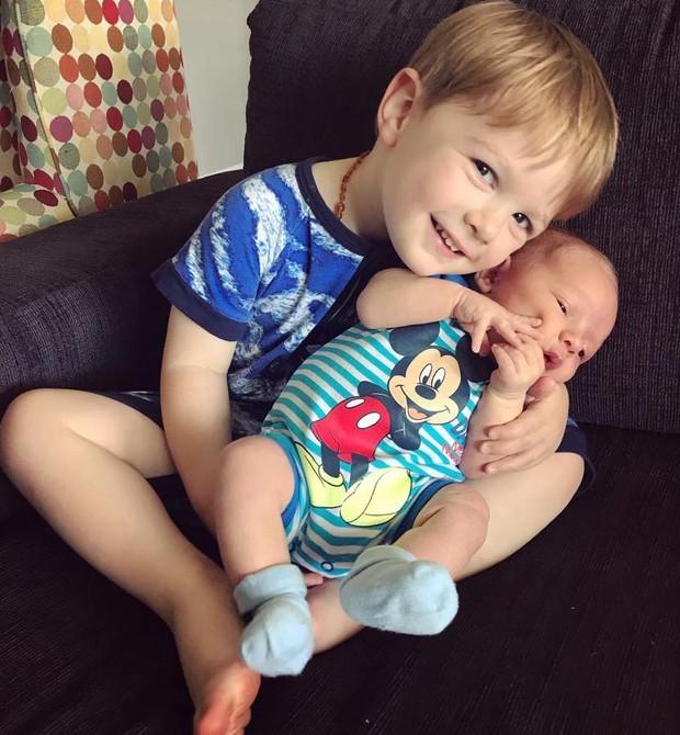 Mason com o irmão caçula (Foto: Reprodução Facebook)