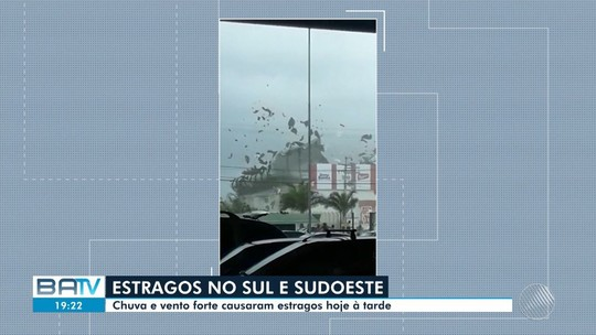 Ventania arranca telhado de supermercado de Eunápolis; vídeo