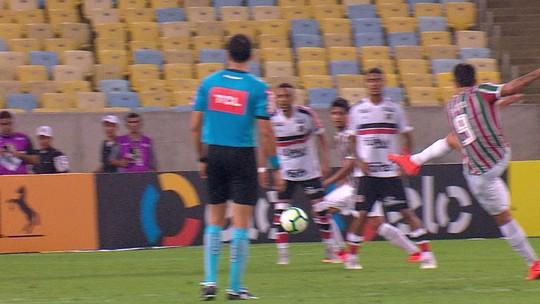 Análise: Fluminense resolve o jogo pela direita, mas ritmo cai após problemas físicos