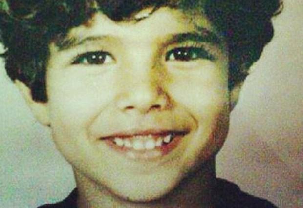 Olha como o Caio Castro era fofo!  (Foto: Reprodução )