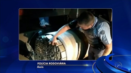 Carreta é apreendida com meia tonelada de maconha em tanque de combustível