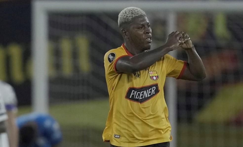 Cortéz comemora gol do Barcelona de Guayaquil — Foto: EFE/Dolores Ochoa