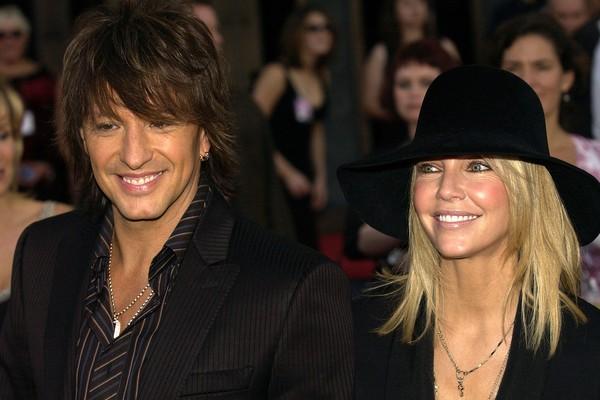 O músico Richie Sambora e a atriz Heather Locklear quando os dois ainda estavam casados (Foto: Getty Images)
