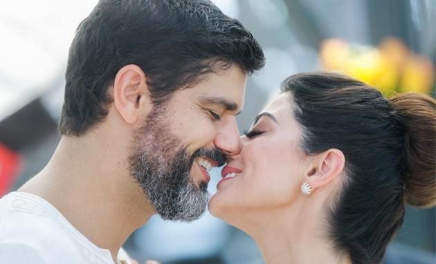 Personagens de Carol Castro e Bruno Cabrerizo vão se casar (Raquel Cunha/TV Globo)