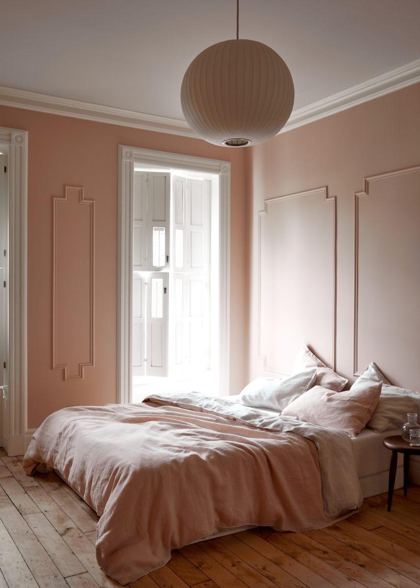 Décor do dia: quarto rosa claro com boiserie (Foto: Reprodução/Pinterest)