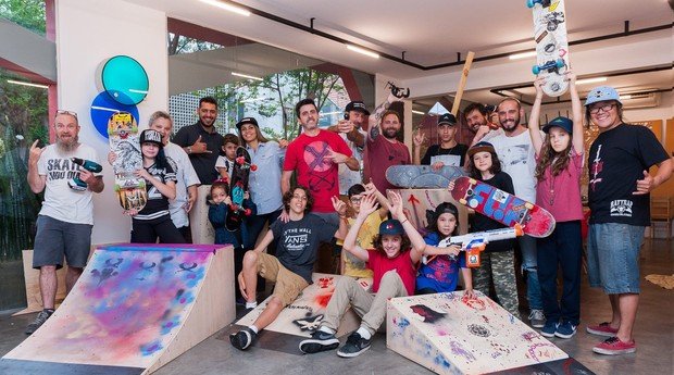 Oficina realizada pela Experimental Skate Art com jovens (Foto: Divulgação)