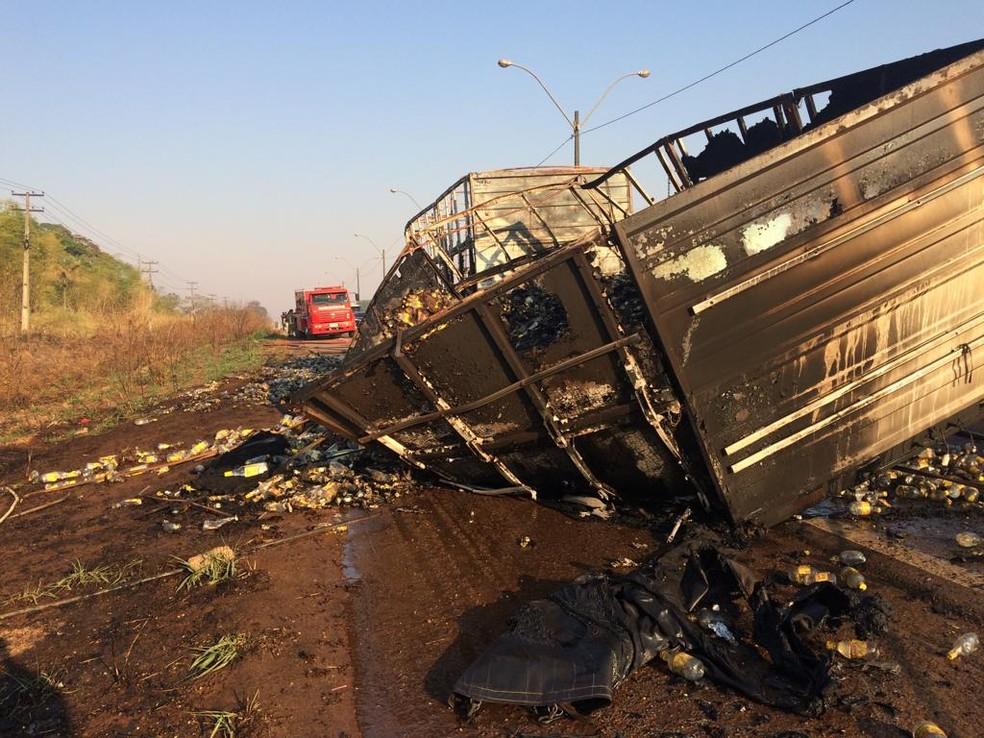Acidente causou congestionamento na BR-364 — Foto: Ana Kézia Gomes/G1