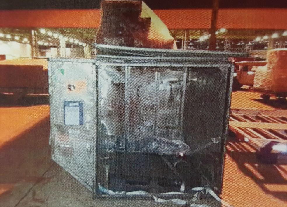 Marcas de destruição foram deixadas pela quadrilha no aeroporto — Foto: Reprodução/ Fantástico