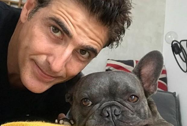 Reynaldo Gianecchini e o cãozinho Mano (Foto: Reprodução/Instagram)