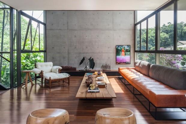 Casa tem pavimentos em equilíbrio e bosque com espécies brasileiras