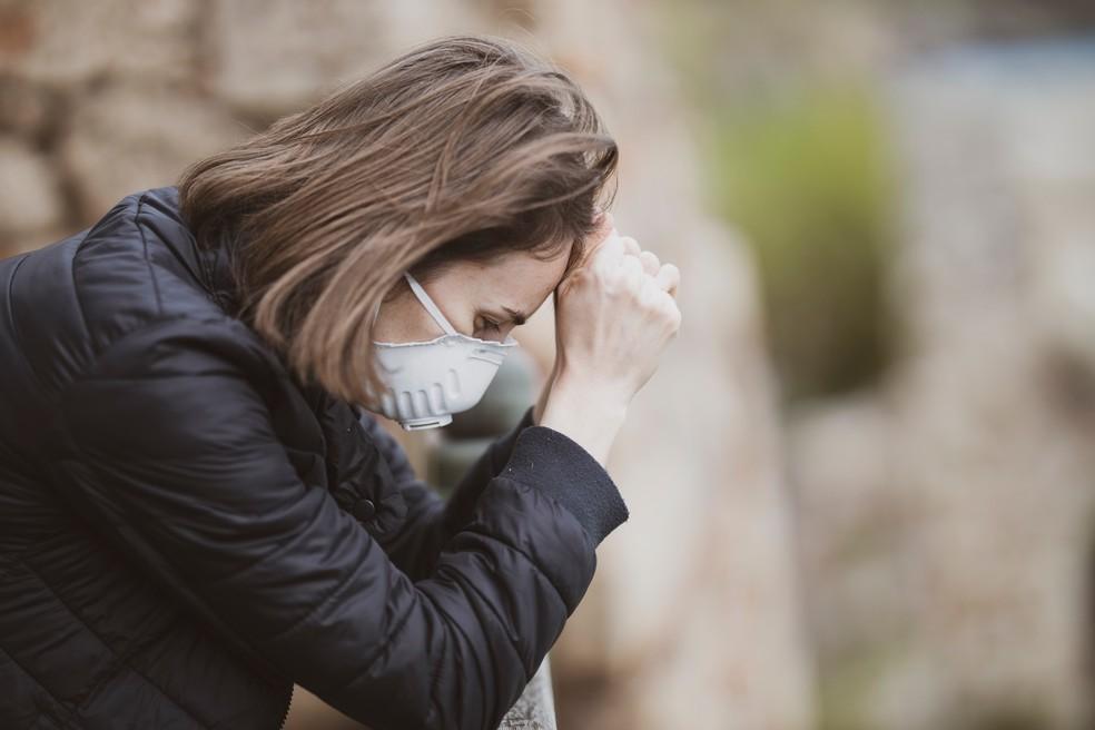 A impotência e o desamparo são as principais causas do choro emocional — Foto: Reprodução/Unsplash