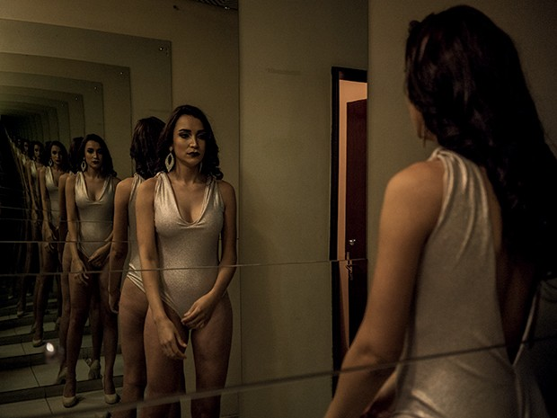 Intersexual: Dionne no carnaval, quando eleita miss trans da escola de samba Mocidade azul, de Curitiba (Foto: Isabella Lanave)