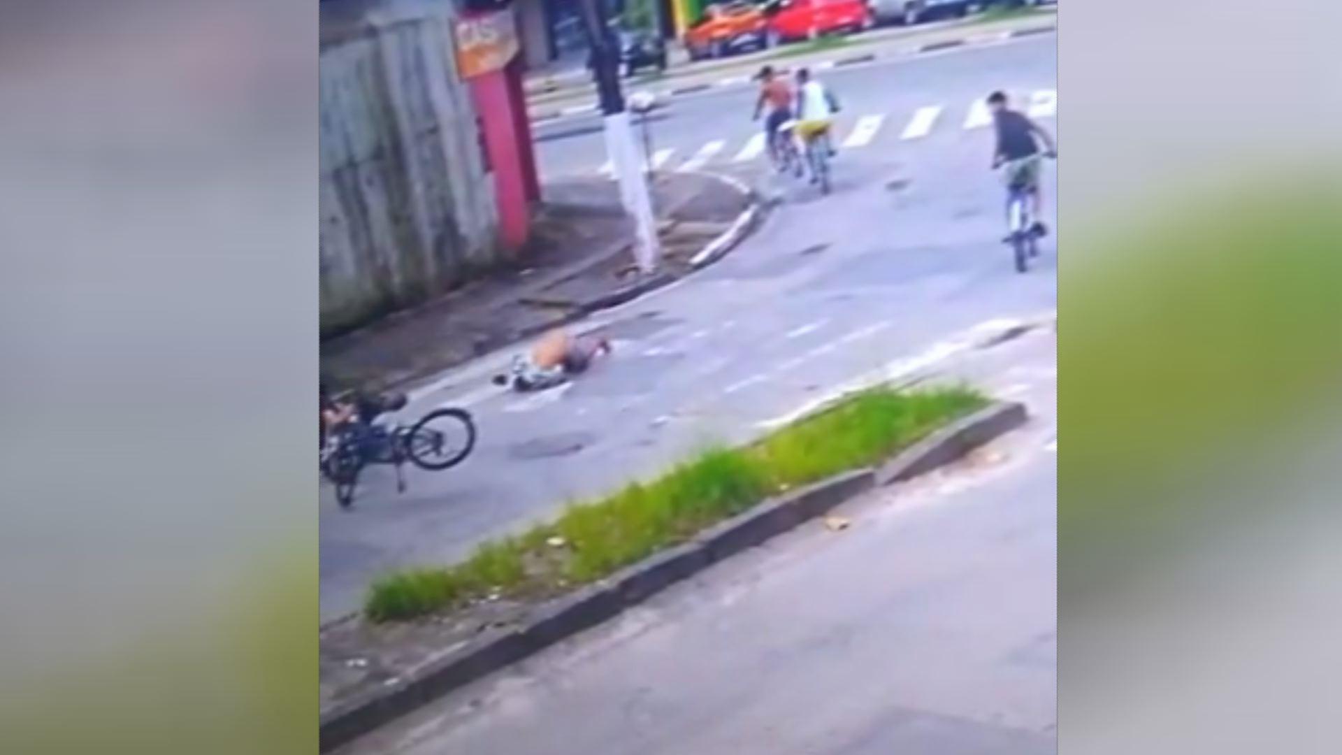Jovem diz que achou que 'morreria' ao ser arremessado por moto em SP; VÍDEO