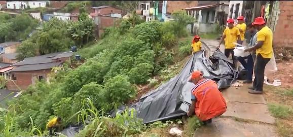 Chuva causa transtornos na cidade de Ilhéus, no sul da Bahia
