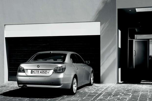 BMW Série 5 2004 (Foto: Reprodução/BMW)