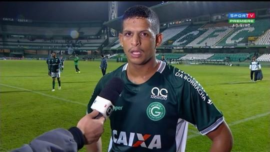 Viçosa ou Felipe Garcia? Ney Franco evita antecipar substituto de Lucão, suspenso contra o Oeste