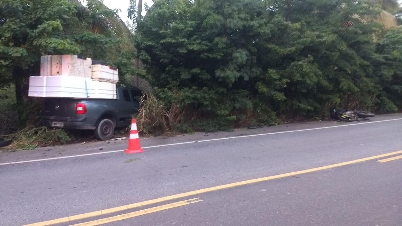 Adolescente fica ferido após colisão entre carro e moto em Jequiá da Praia, AL