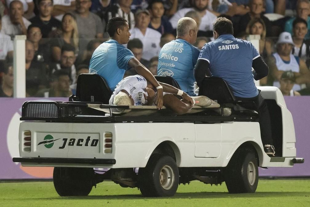 Marinho fraturou o pé esquerdo no primeiro jogo da temporada — Foto: Divulgação/Santos FC
