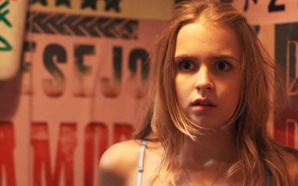 Clara (Isabella Scherer) leva susto com Lica (Manoela Aliperti) em 'Malhação - Viva a Diferença' — Foto: Globo