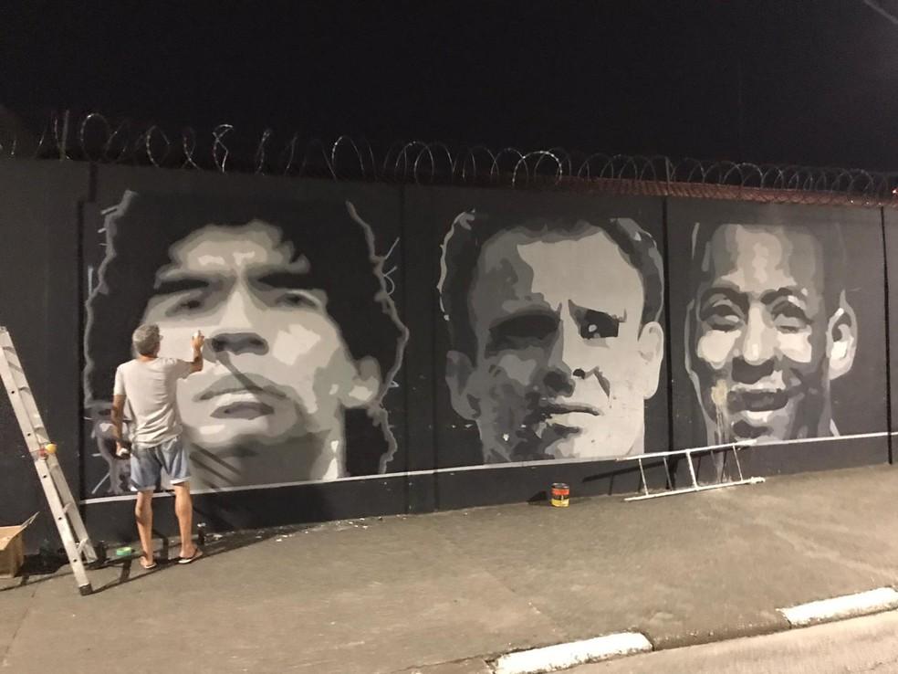 Santos homenageia Maradona em muro do CT Rei Pelé — Foto: Divulgação