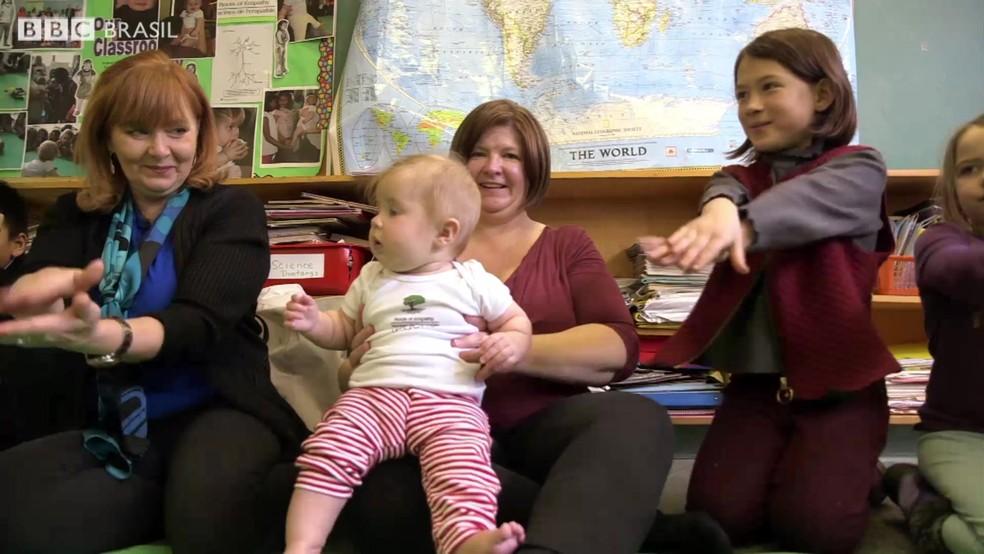 Bebê ajuda a prevenir bullying em escola no Canadá (Foto: Reprodução/BBC)