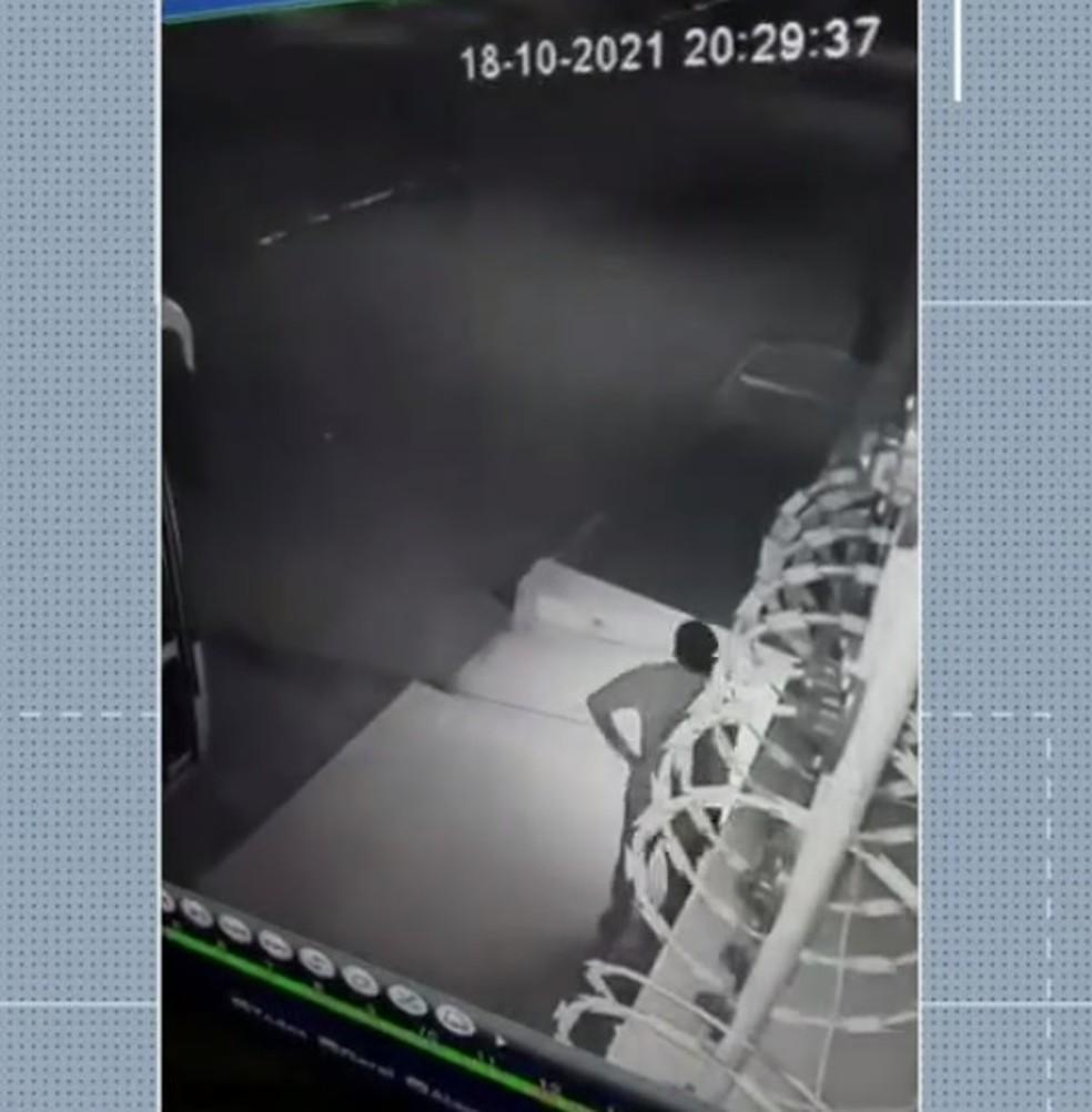 Suspeito foi detido nesta terça-feira (19) — Foto: Reprodução/Inter TV Cabugi