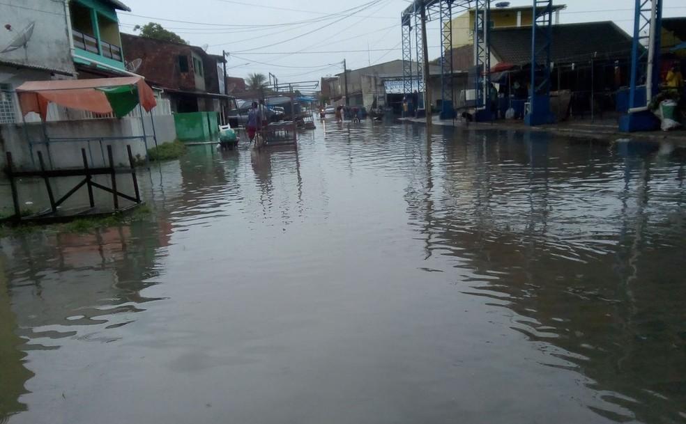 Chuva causou alagamentos em Tamandaré, no Litoral Sul de Pernambuco (Foto: Reprodução/WhatsApp)