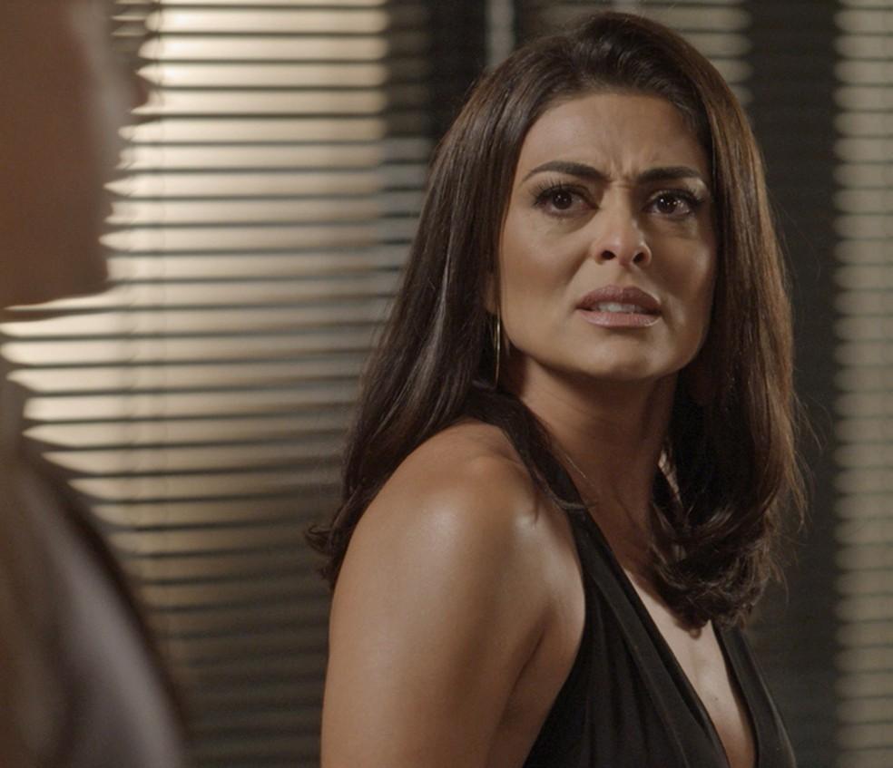 Carolina não consegue acreditar na revelação de Pietro — Foto: TV Globo