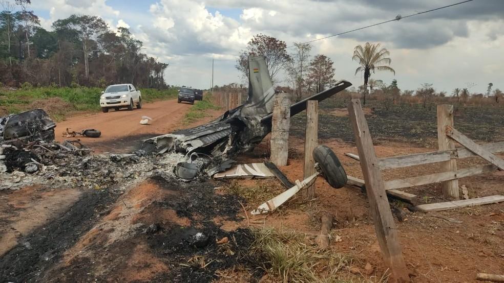 Um avião de pequeno porte caiu nessa segunda-feira (16) e uma pessoa morreu em Vila Bela da Santíssima Trindade — Foto: Polícia Civil de Mato Grosso
