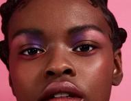 Tendência tie-dye: além da moda, estampa colorida é sucesso no make