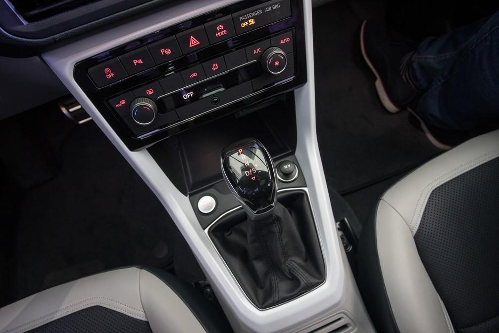 Câmbio do novo Volkswagen T-Cross — Foto: Fábio Tito/G1