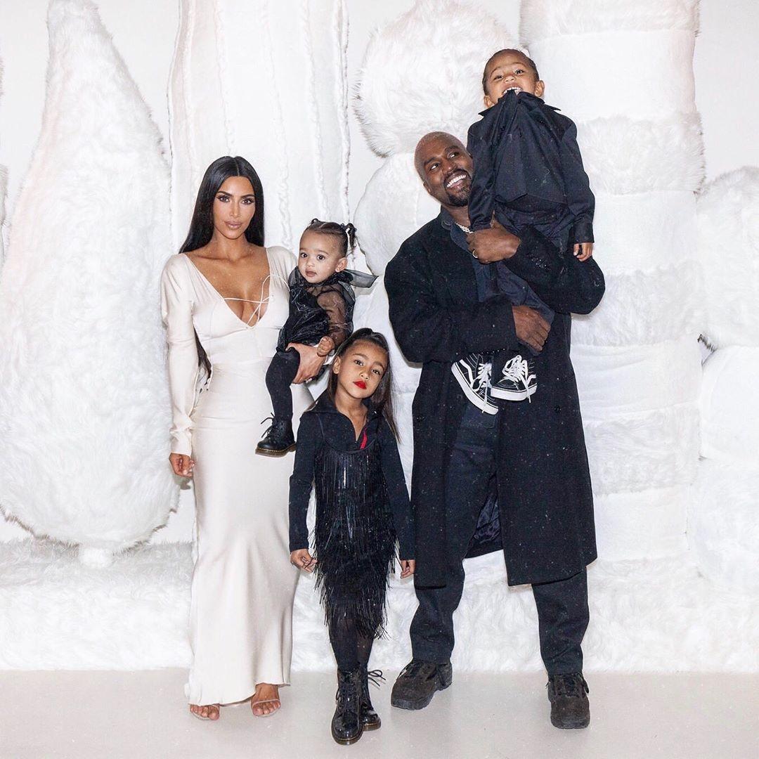 Kim Kardashian, os filhos e o marido Kanye West (Foto: Reprodução Instagram)