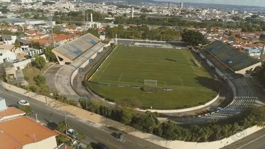 """De """"velório à festa"""": São Bento deixa Humberto Reale e inaugura o estádio Walter Ribeiro"""