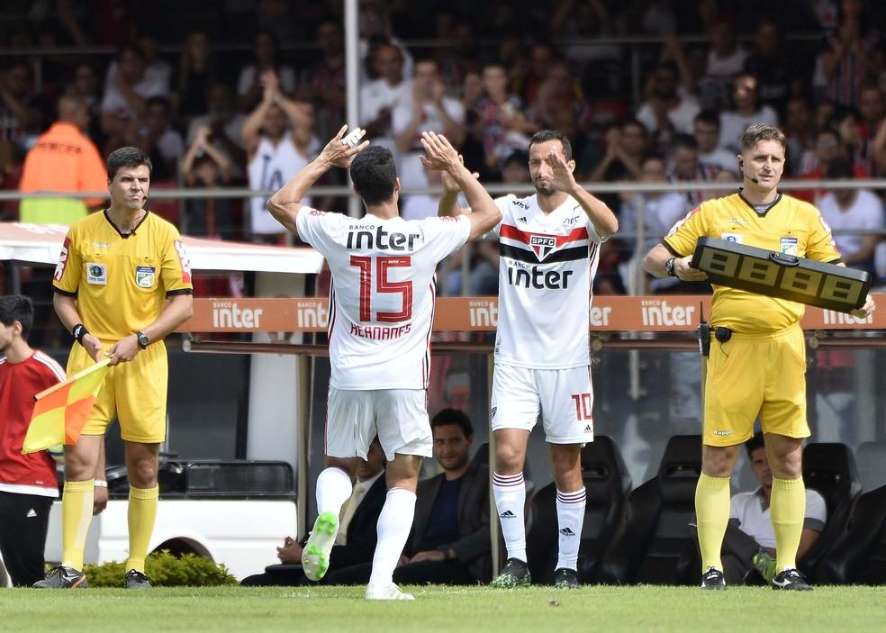 Hernanes foi substituído por Nenê no São Paulo aos 23 minutos do segundo tempo contra o Bahia â?? Foto: Marcos Ribolli