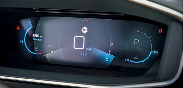 Peugeot 208 Griffe 1.6 - Painel digital tem camadas diferentes para criar efeito 3D (Foto: Rafael Munhoz)