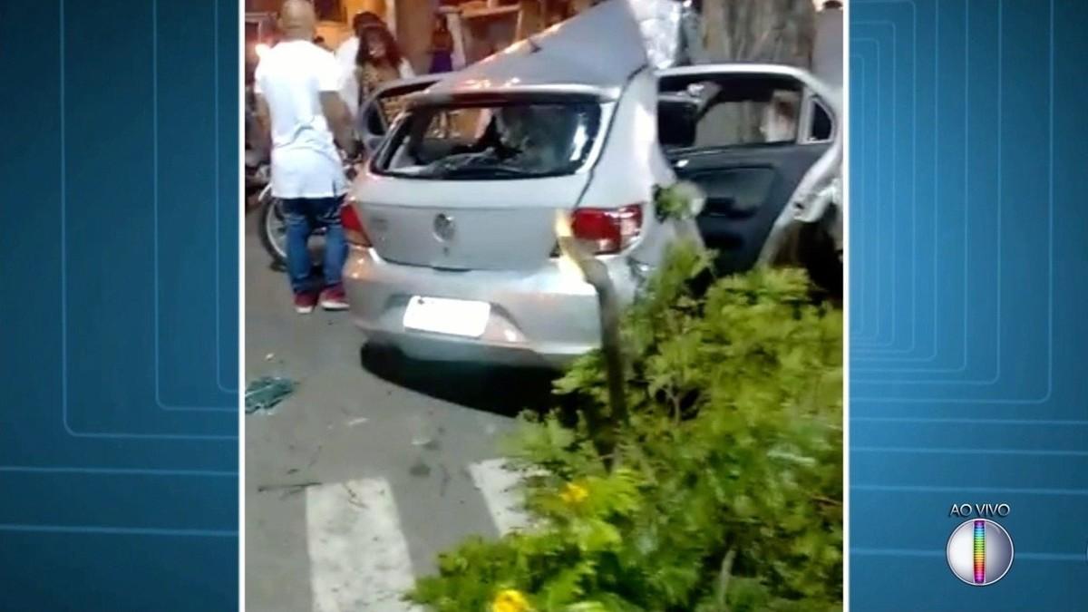 Motorista fica ferido após bater carro contra árvore em Campos, no RJ